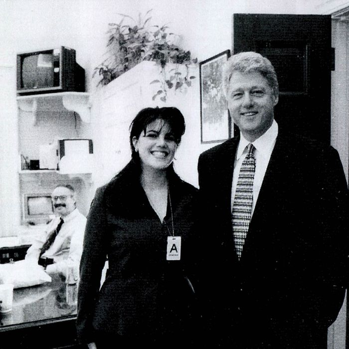 3d3507a6e94 A photograph showing former White House intern Monica Lewinsky meeting  President Bill Clinton at a White