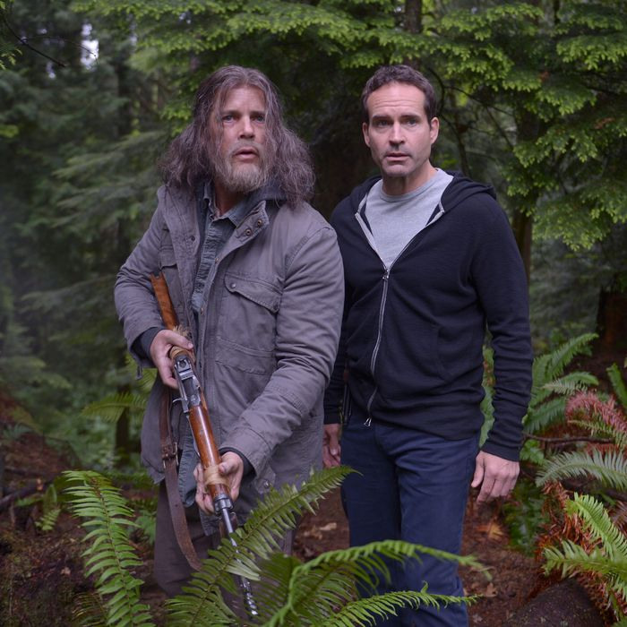WAYWARD PINES: L-R: Guest star Tim Griffin and Jason Patric in the