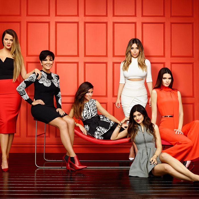 KEEPING UP WITH THE KARDASHIANS -- Season: 9 -- Pictured: (l-r) Khloe Kardashian, Kris Jenner, Kourtney Kardashian, Kim Kardashian, Kylie Jenner, Kendall Jenner -- (Photo by: Brian Bowen Smith/E!)