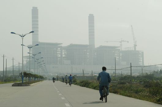 View of the coal fired-power station at the center of an environmental protest where villagers have been clashing with police in the town of Haimen, Guangdong Province on December 22, 2011.  Demonstrations over a power plant in southern China turned violent for a second straight day on December 21 when police fired tear-gas and beat protesters, witnesses said. At least six people were said to have been injured in the clashes with police in Haimen, a town in Guangdong province where residents are protesting against a coal-fired power plant that they say is a health hazard.            AFP PHOTO/Mark RALSTON (Photo credit should read MARK RALSTON/AFP/Getty Images)