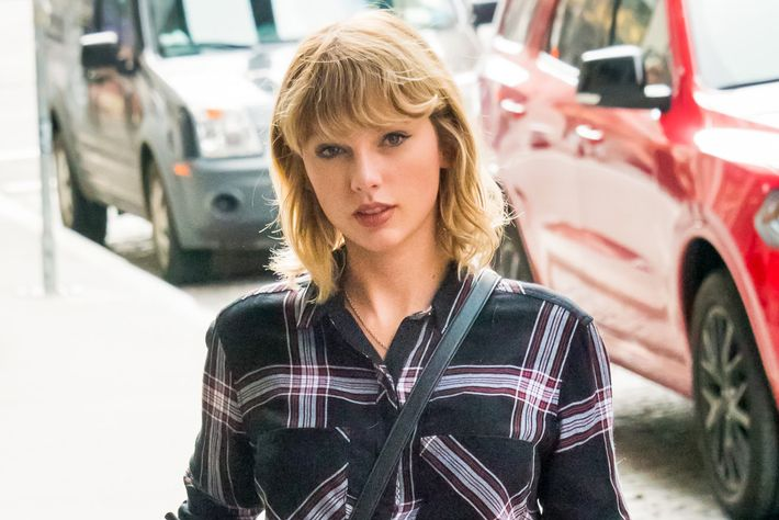 Pop stars and fast cars: Taylor Swift plays Formula One