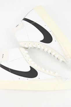 Nike Blazer Mid '77 Trainers in Off White and Light Green