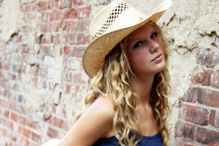 3f37e38f9af Photos of Taylor Swift Wearing Hats Before Reputation Debut