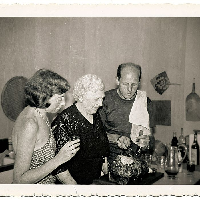 http://pixel.nymag.com/imgs/daily/grub/2015/03/18/18-dinner-with-jackson-pollock.jpg