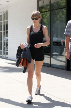 EXCLUSIVE: Taylor Swift leaves the Tracy Anderson gym in Studio City, CA.
