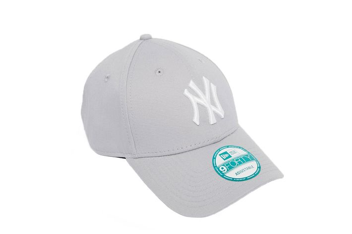 For the sports fans who want to keep it classic. New Era Hat 02726a49897