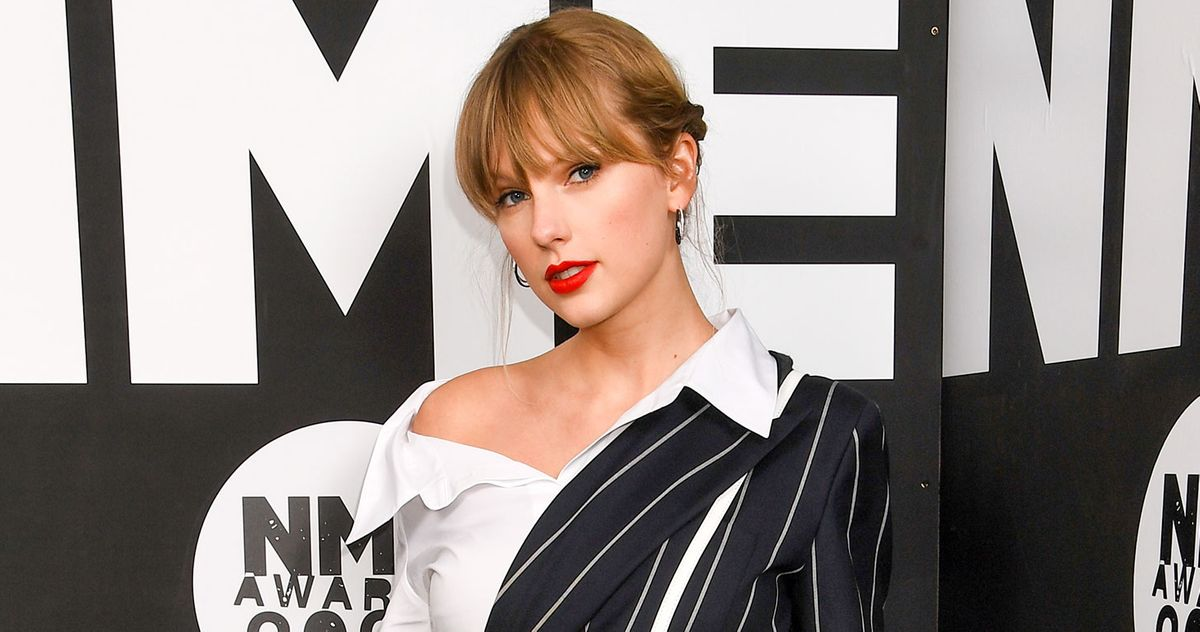Taylor Swift S Cardigan Debuts At No 1 Sets Records