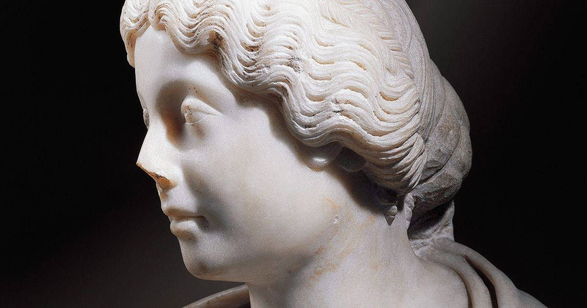 The YouTube Beauty Expert Who Re-creates Ancient Roman Hair