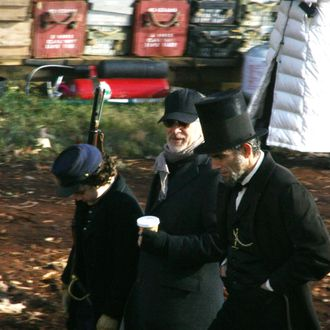 Spielberg, Day-Lewis, and boy during Lincoln filming