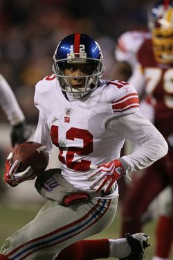 LANDOVER, MD - DECEMBER 21:  Steve Smith #12 of the New York Giants in action against the Washington Redskins during their game on December 21, 2009 at Fedex Field in Landover, Maryland.  (Photo by Al Bello/Getty Images)