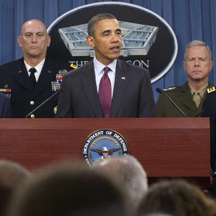 US President Barack Obama, flanked by military officials, speaks about the Defense Strategic Review.