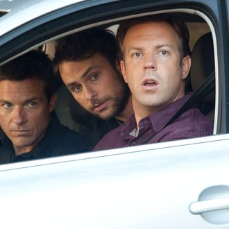 """HB-02357 (L-r) JASON BATEMAN as Nick, CHARLIE DAY as Dale and JASON SUDEIKIS as Kurt in New Line Cinema's comedy """"HORRIBLE BOSSES,"""" a Warner Bros. Pictures release."""