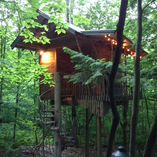 Adirondack Tree-House Retreat in Middle Grove, New York