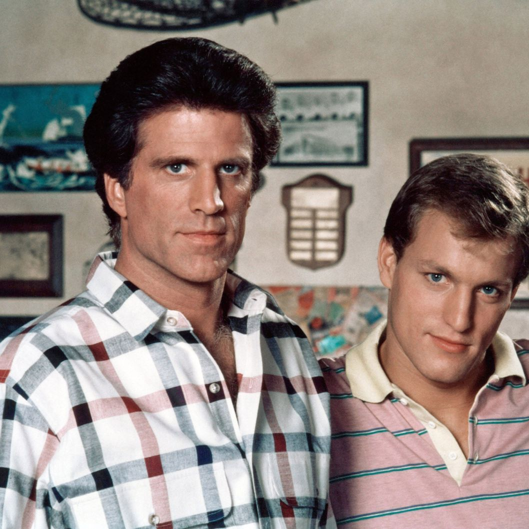 CHEERS, (from left): Ted Danson, Woody Harrelson, (1987), 1982-93. ?Paramount Television / courtesy Everett Collection