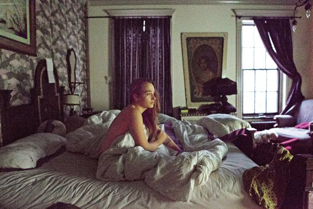 Life in pictures jemima kirke vulture for Living naked at home