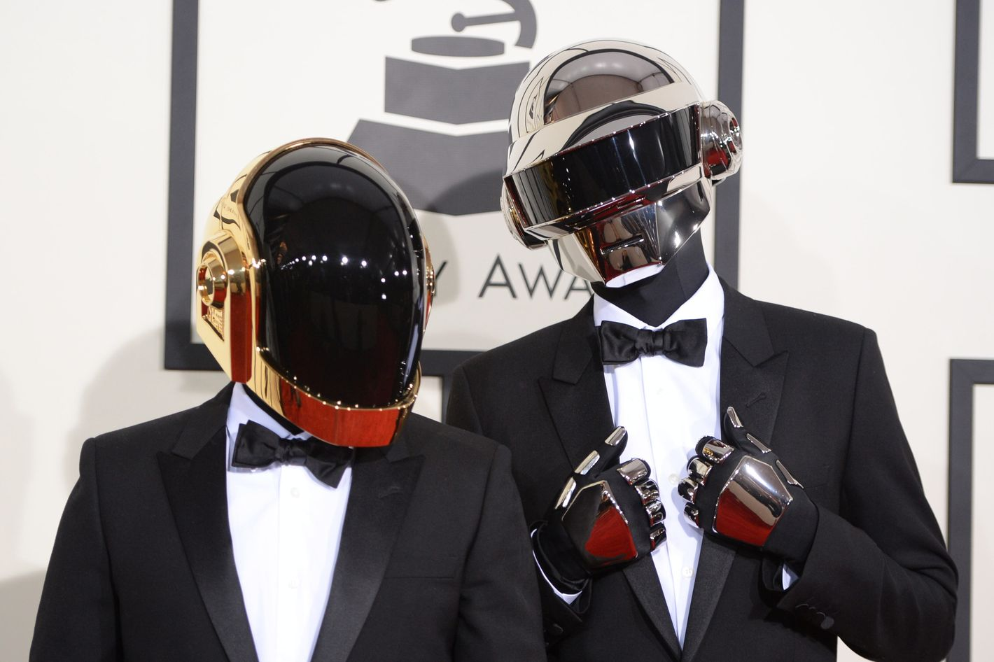 Daft Punk S Faces Unveiled In Sculpture Sort Of