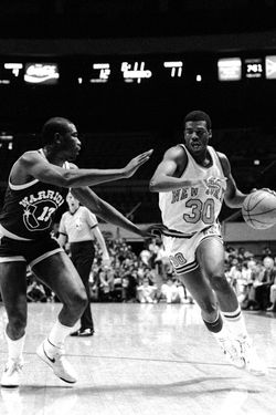 UNITED STATES - NOVEMBER 21:  New York Knicks' Bernard King shifts gears as he drives past Golden State Warriors' Larry Smith at Madison Square Garden.  (Photo by Vincent Riehl/NY Daily News Archive via Getty Images)