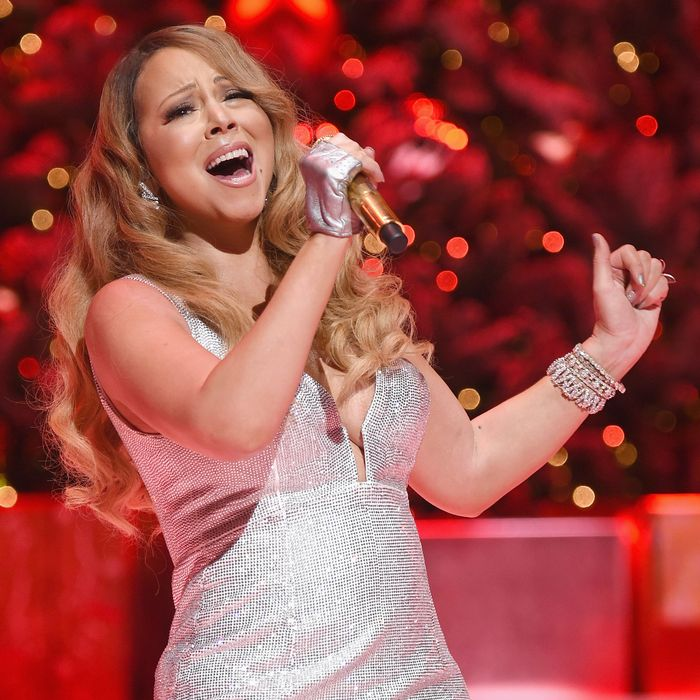 Youtube Mariah Carey Christmas.All I Want For Christmas Is You Streams Are Up
