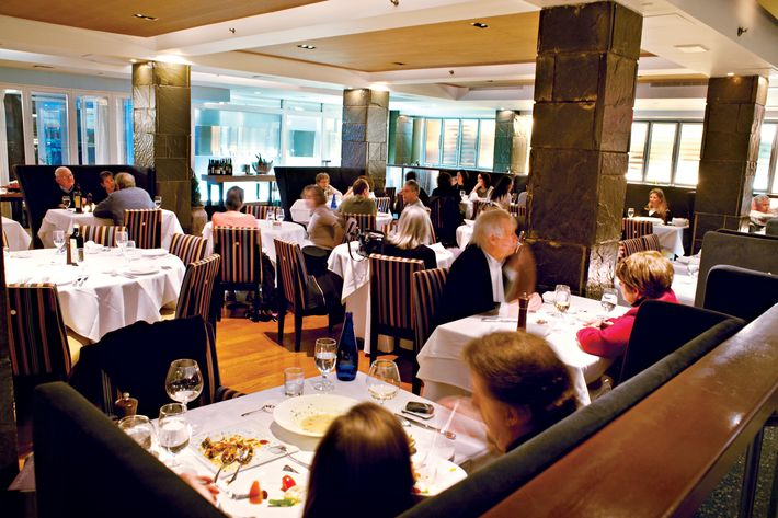 The dining room at Loi.