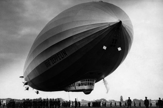 (GERMANY OUT) Landing of the airship 'Graf Zeppelin'- undated- Photographer: Presse-Illustrationen Heinrich HoffmannVintage property of ullstein bild (Photo by Heinrich Hoffmann/ullstein bild via Getty Images)