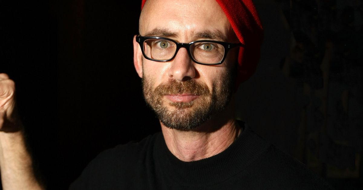 Chuck Palahniuk Recalls David Bowie S Hand In Selling
