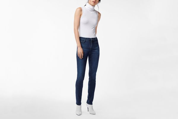 811 Mid-Rise Skinny in Commit