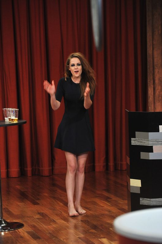 "NEW YORK, NY - NOVEMBER 07:  Kristen Stewart visits ""Late Night With Jimmy Fallon"" at Rockefeller Center on November 7, 2012 in New York City.  (Photo by Theo Wargo/Getty Images)"