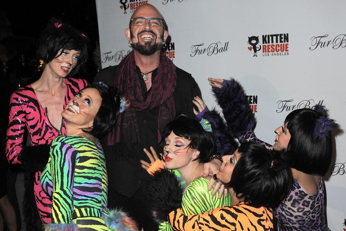 Jackson galaxy isn t here for your grumpy cat shenanigans for Jackson galaxy music