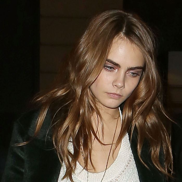 Cara Delevingne Wordlessly Expressed Her Boredom At Taylor Swift S 25th Birthday Party