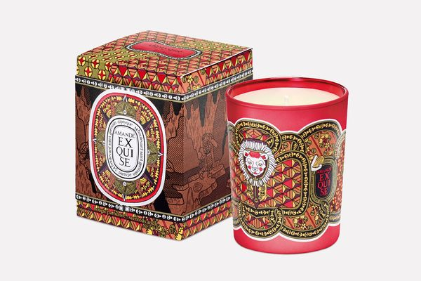 Limited-Edition Holiday Candle in Exquisite Almond