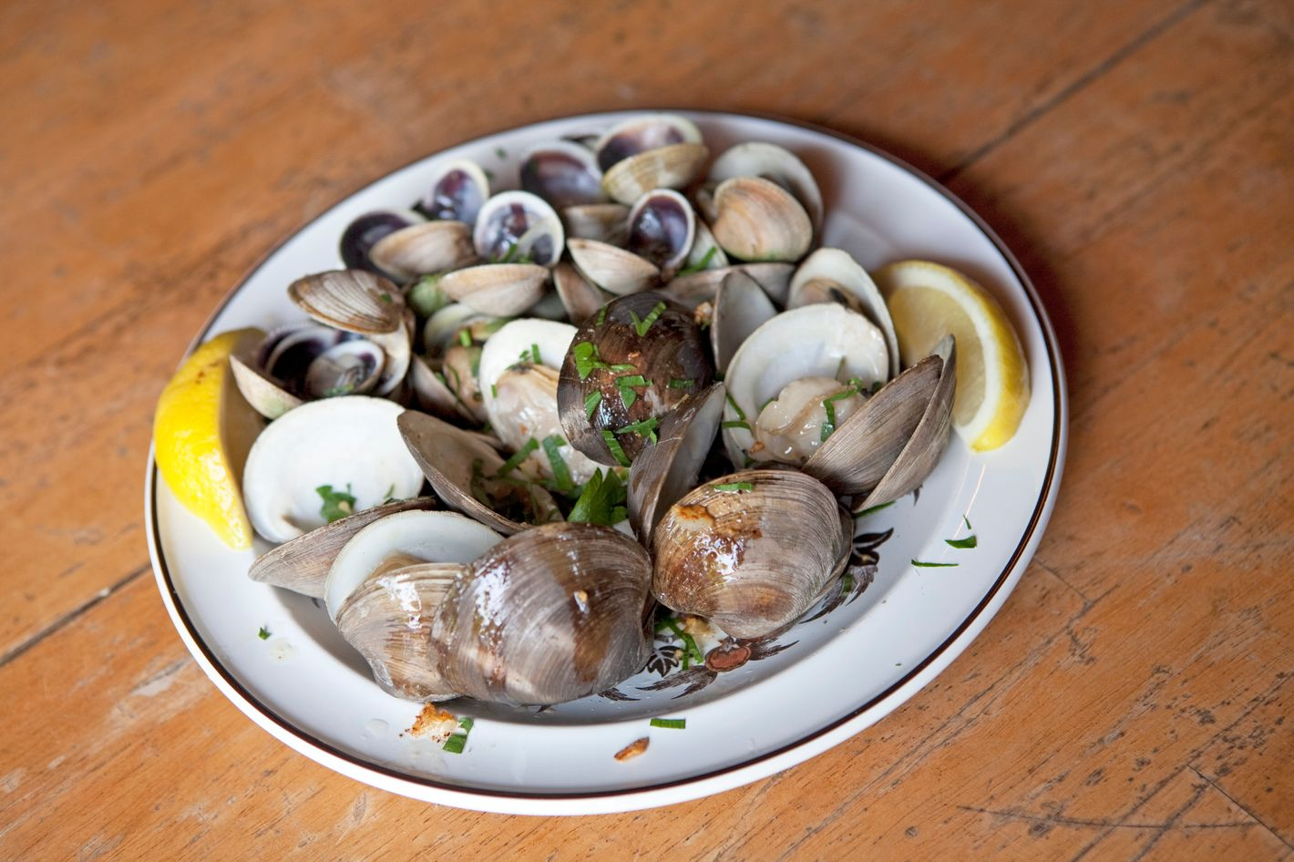 http://pixel.nymag.com/imgs/daily/grub/2011/06/01/01_stanselmclams.jpg