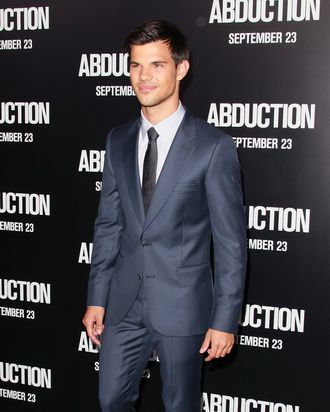HOLLYWOOD, CA - SEPTEMBER 15: Actor Taylor Lautner attends the premiere of Lionsgate Films'