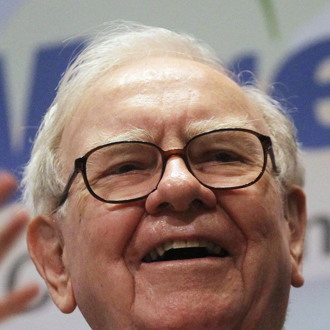 "NEW YORK, NY - SEPTEMBER 30: Berkshire Hathaway Inc. Chairman and CEO Warren E. Buffett smiles at the New York Stock Exchange before ringing the opening bell on September 30, 2011 in New York City. U.S. President Barack Obama's new plan for a higher tax rate for millionaires has been dubbed the ""Buffett Rule"" in reference to the billionaire investor, who supports the plan.  (Photo by Mario Tama/Getty Images)"