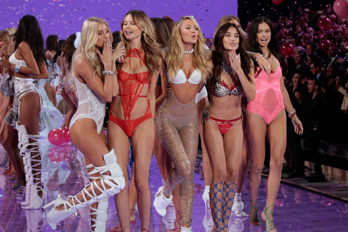 Cara Delevingne Victoria S Secret Fashion Show  Gif