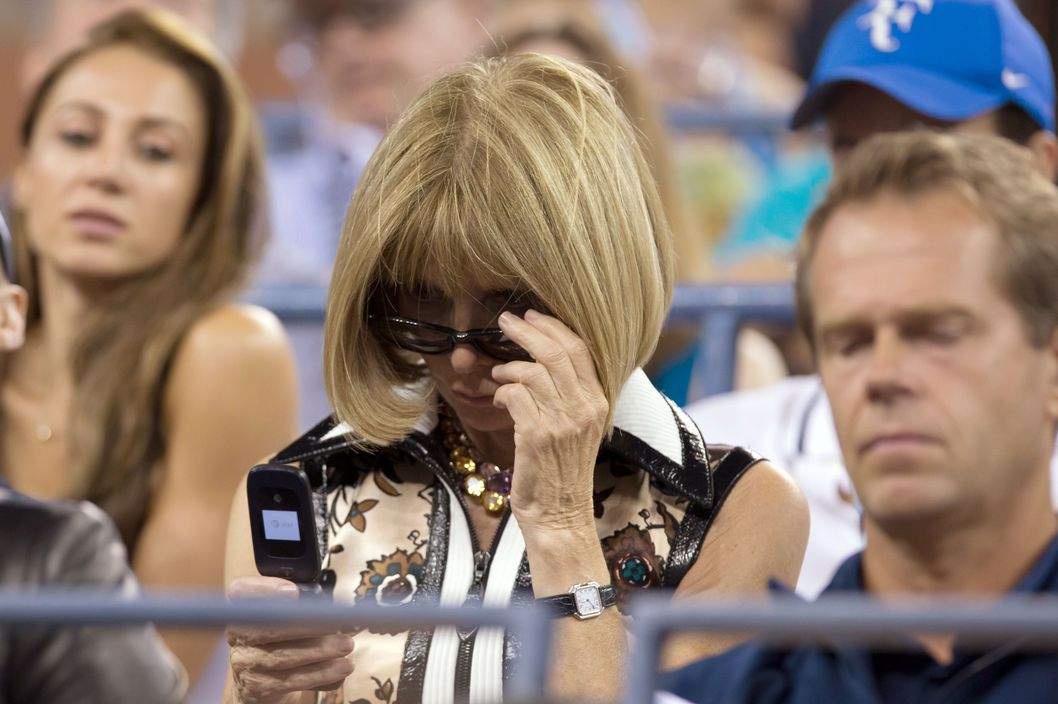 http://pixel.nymag.com/imgs/fashion/daily/2014/09/05/05-anna-wintour-flip-phone.w529.h352.2x.jpg
