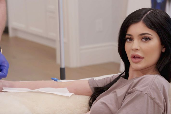 06815e4f7b27b Kylie and her serf Jordyn drive around Los Angeles chatting about upcoming  spray tans. This leads them to the topic of deciding to visit Kris Jenner s  ...
