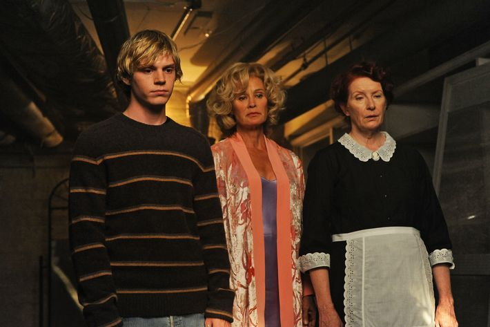 AMERICAN HORROR STORY: L-R: Evan Tate, Jessica Lange and Frances Conroy in AMERICAN HORROR STORY airing Wednesday, Oct 12 on FX. CR: Ray Mickshaw / FX