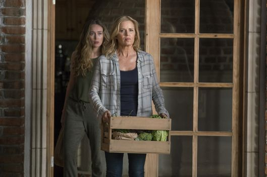 Kim Dickens as Madison Clark, Alycia Debnam-Carey as Alicia Clark - Fear The Walking Dead _ Season 2, Episode 07 - Photo Credit: Richard Foreman, Jr/AMC