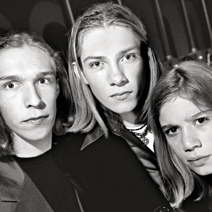 12/14/97 PHOTOG: Bill O'Leary The Building Museum, NW DC Teen sensations 'Hanson', shot during a 45
