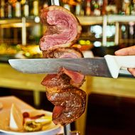 Clumsy Waiter Causes Steakhouse Nightmare by Accidentally Stabbing Customer
