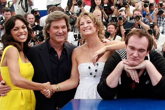 "22 May 2007, Cannes, France --- U.S. director Quentin Tarantino (R) poses with cast members, from L-R, U.S. actress Rosario Dawson, U.S. actor Kurt Russell and U.S. actress Zoe Bell at the photo call of ""Death Proof"" during the 60th Cannes Film Festival.  --- Image by © Eric Gaillard/Reuters/Corbis"
