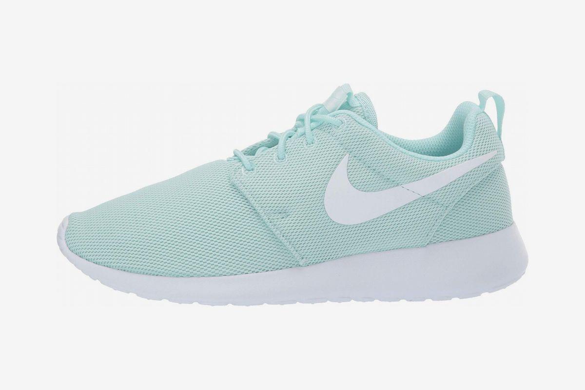popular women's nike sneakers