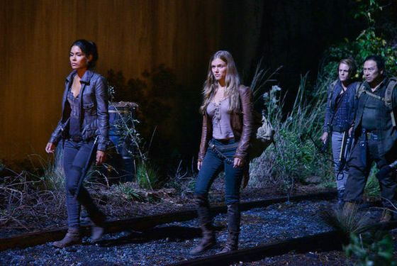 "REVOLUTION -- ""Kashmir"" Episode 109 -- Pictured: (l-r) Daniella Alonso as Nora Clayton, Tracy Spiridakos as Charlie Matheson"