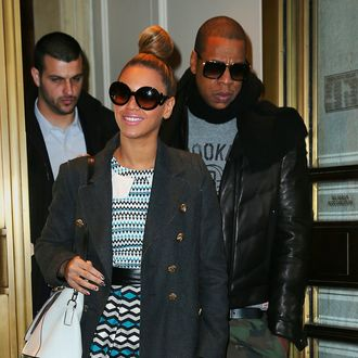 24 Dec 2012, New York City, New York State, USA --- Beyonce and Jay-Z go shopping at Bergdorf Goodman.