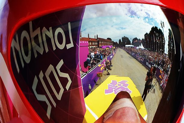 Britain's gold medalist Bradley Wiggins prepares to start competing in the London 2012 Olympic Games men's individual time trial road cycling event in London on August 1, 2012. AFP PHOTO / CARL DE SOUZA        (Photo credit should read CARL DE SOUZA/AFP/GettyImages)