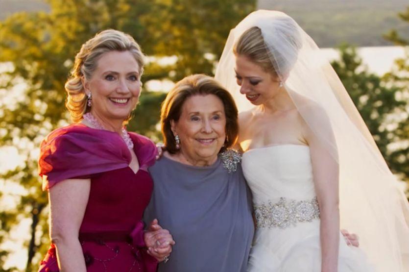Mères de mariés et mariée