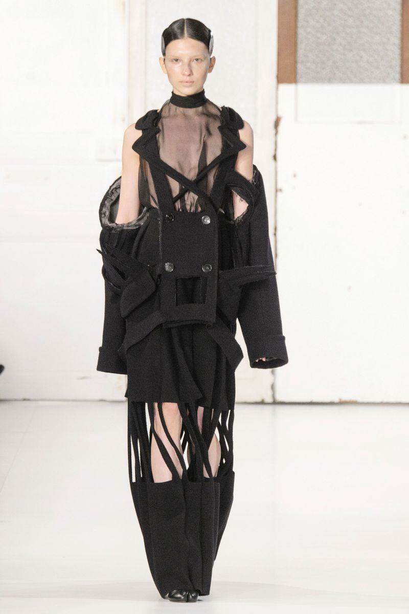 Maison margiela spring 2017 couture the cut for Couture a la maison