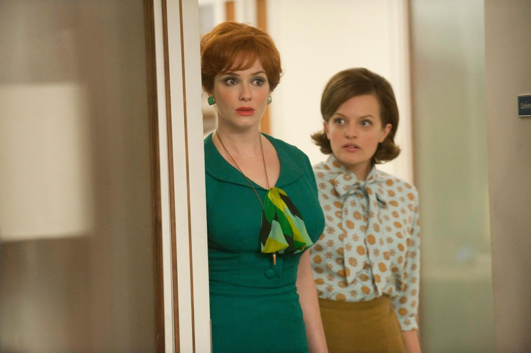 Joan Harris (Christina Hendricks) and Peggy Olson (Elisabeth Moss) - Mad Men - Season 5, Episode 5.