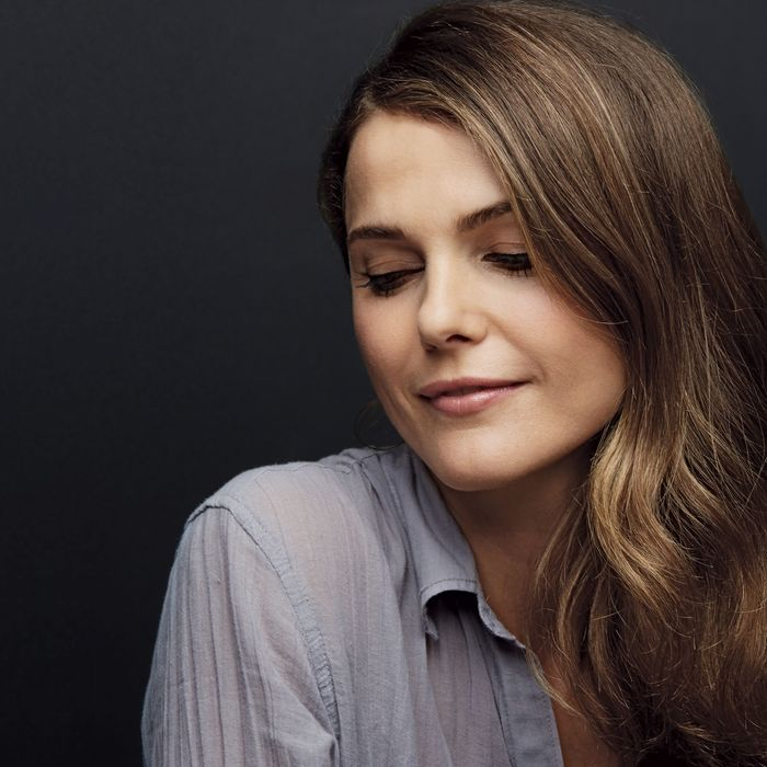 The Cold War At Home Keri Russell Spies For Russia And Does Mom Duty On Season Two Of The Americans