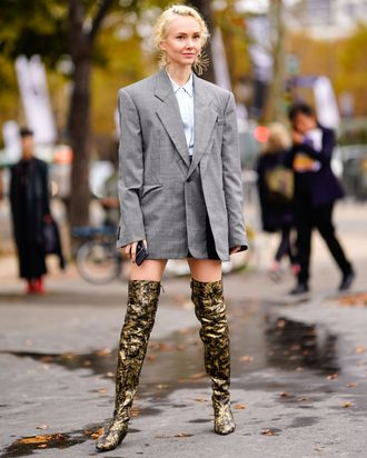 9107eb9725 11 Stylish Women on Their Favorite Knee-High Boots Outfits